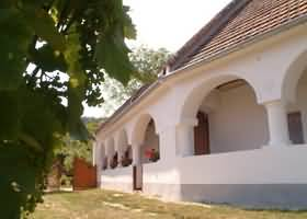 Magyarpol�ny - vend�gh�z
