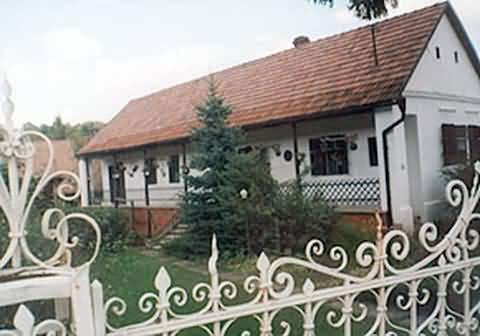 K�r�sz - vend�gh�z